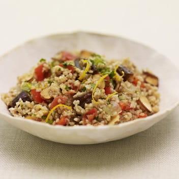 Salade de boulgour aux amandes et aux dattes avec Sofrito