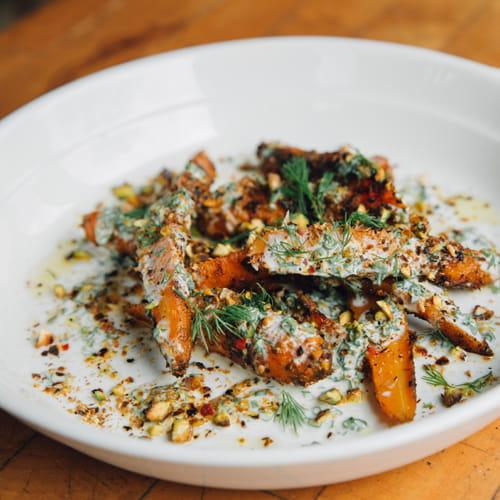 Salade de carottes BBQ, pistaches et yogourt