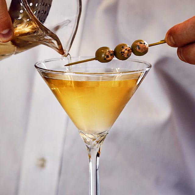 « Le Mensch » Dirty Martini infusé au poivre noir