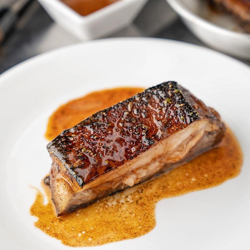 Flanc de porc croustillant au chipotle et à la cannelle
