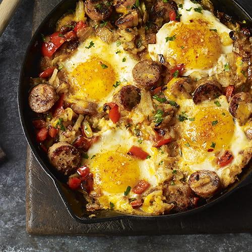 Hachis aux œufs et aux saucisses de poulet à saveur d'érable du fumoir