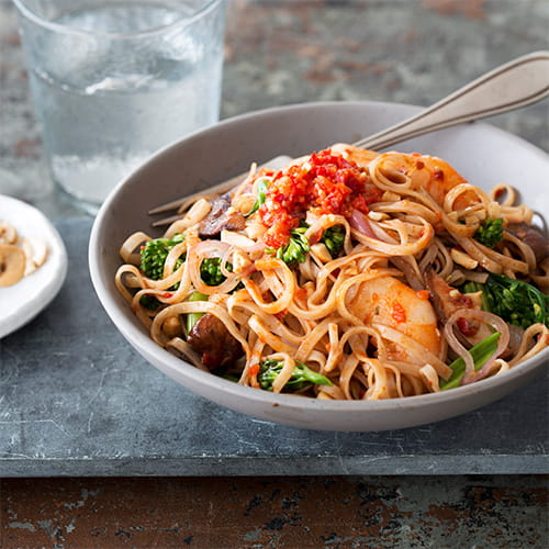 Nouilles sambal, crevettes et brocoli chinois