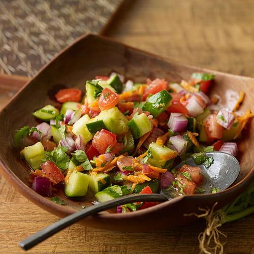 Salade est-africaine de tomates fraîches et de concombres