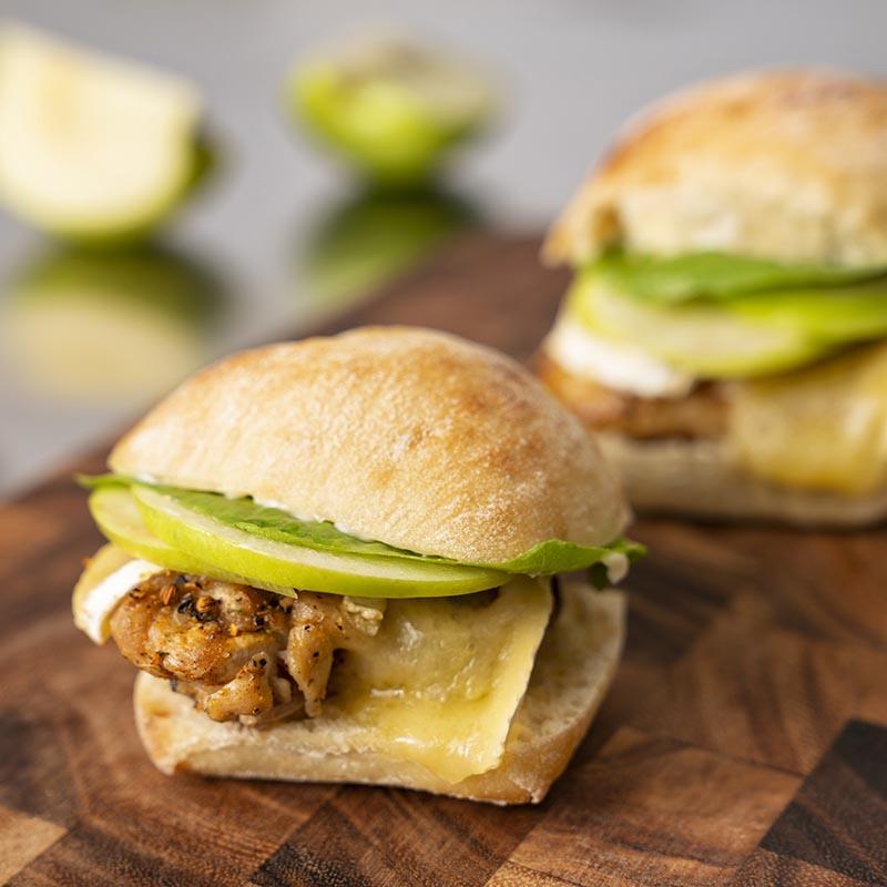 Mini-sandwichs au poulet et au brie