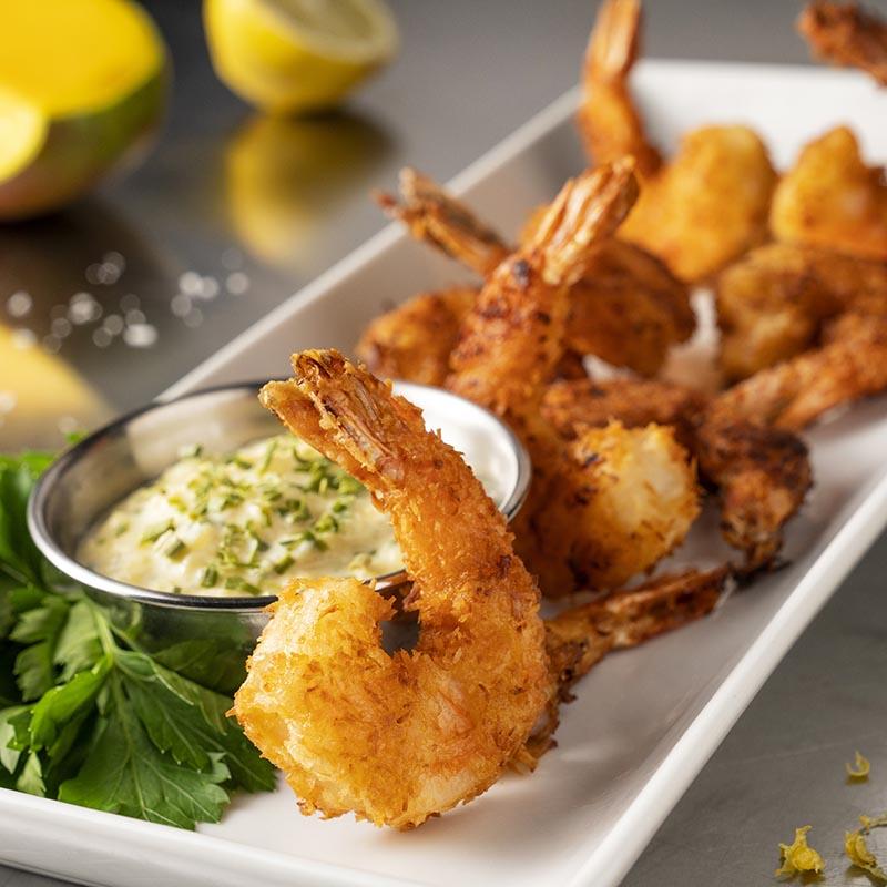 Crevettes au citron et à la noix de coco avec trempette à la mangue et à la ciboulette