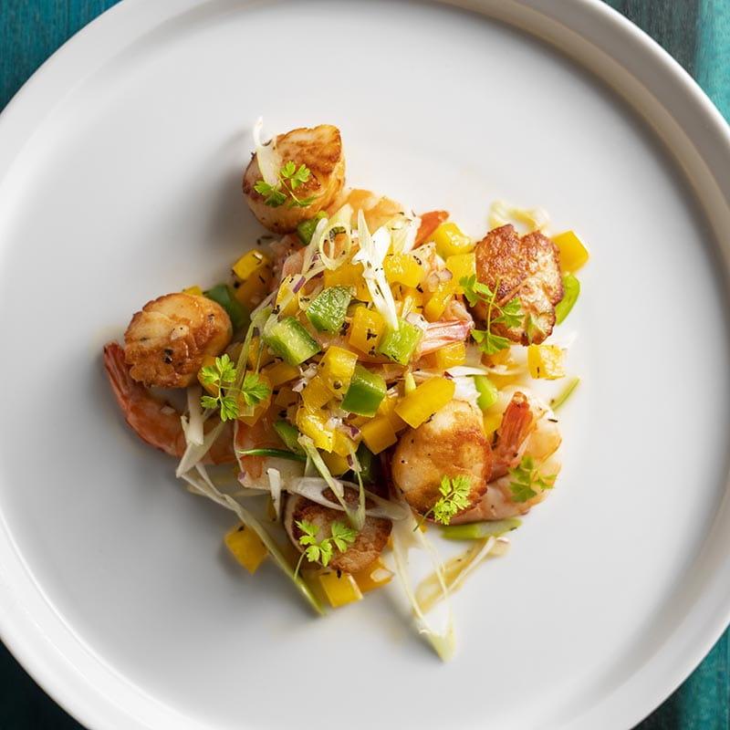 Crevettes et pétoncles en escabèche