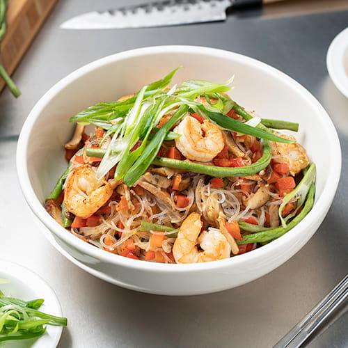 Vermicelles frits avec crevettes BBQ style coréen
