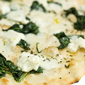Pizza épinards et féta à la grecque
