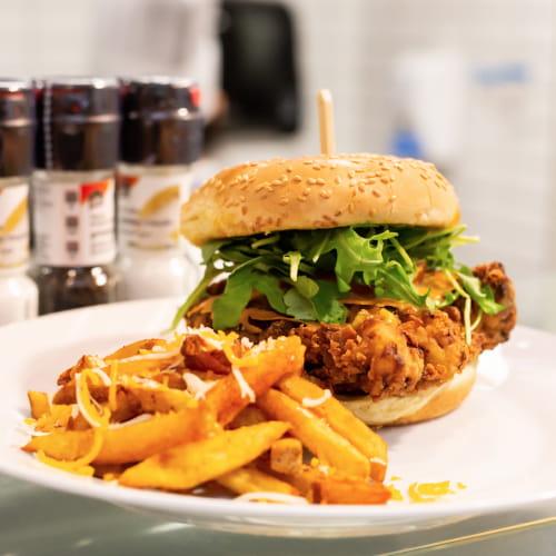 Hamburger de poulet au cari vert