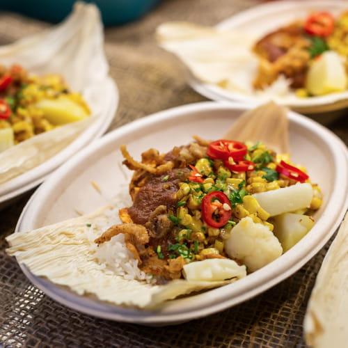 Poulet grillé masala en enveloppe d'épi de maïs