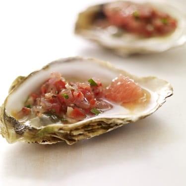 Huîtres grillées et relish de pamplemousse et poivron rouge
