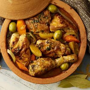Tagine de poulet épicée avec citron confit et olives