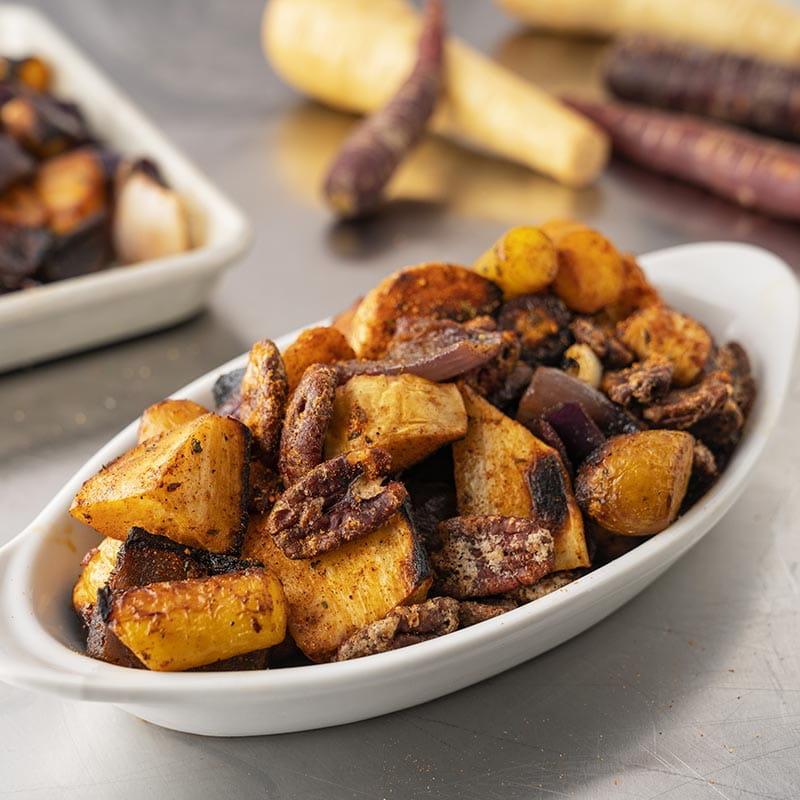 Légumes-racines rôtis au four avec épices à frotter chipotle et cannelle