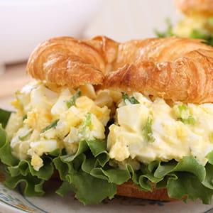 Roasted Garlic and Pepper Egg Salad Sandwich