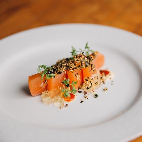 Crudo de saumon aux tomates, bonite et romarin