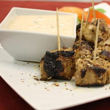 Bouchées de porc grillées avec trempette chipotle et mangue
