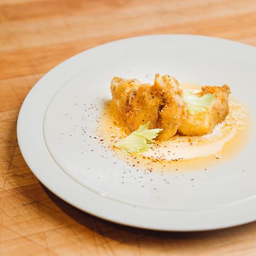 Joues de flétan épicées à l'assaisonnement pour ailes Lawry's Mangue et habanero avec algues et aïoli aux crevettes
