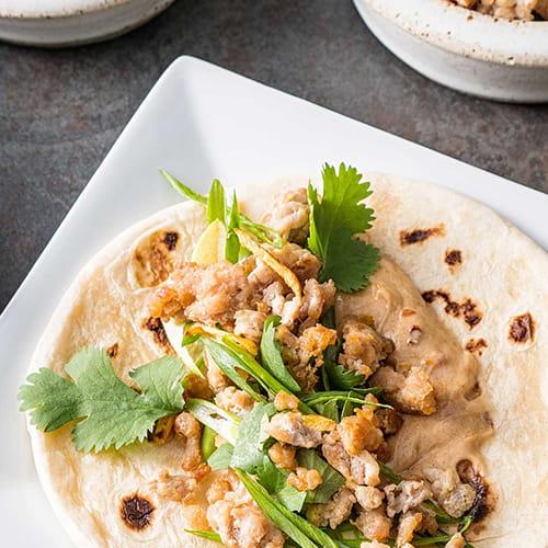 Tortillas thaïlandaises au poulet et aux arachides