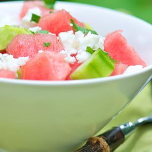 Salade de melon d'eau et féta avec vinaigrette miel et menthe