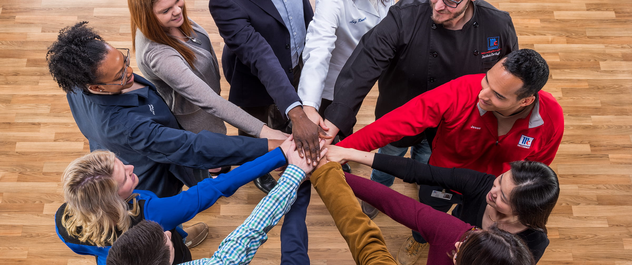 Employees-in-a-circle-teambuilding