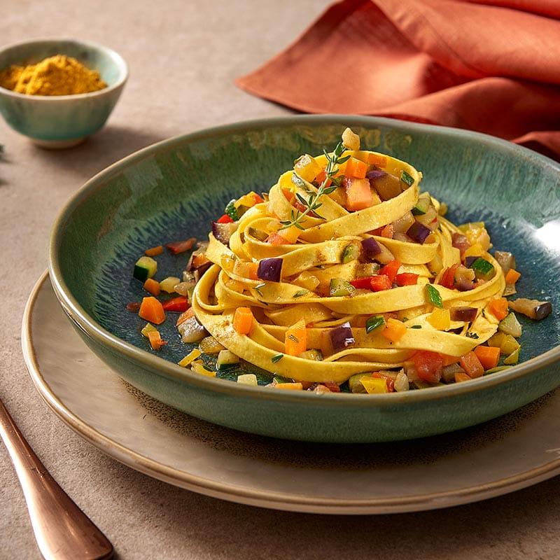 tagliatelle_con_ragu_di_verdure_e_curry_delicato_800