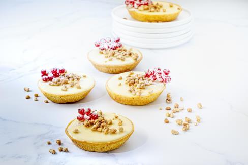https://d1e3z2jco40k3v.cloudfront.net/-/media/foodservicefr/recettes/desserts/tartelette-chocolat-blanc-citron-vert-et-pepites-caramel.jpg?rev=-1&vd=00010101T000000Z&hash=D522372F8A5F036E20BC776DA61B2395