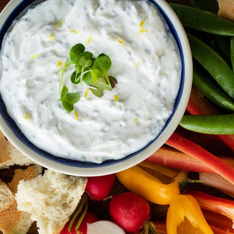 https://d1e3z2jco40k3v.cloudfront.net/-/media/foodservicefr/recettes/ff2019/citrus_herb_and_basil_seed_yogurt_dip_800.jpg?rev=996d349712294383901bf2b1cf5d646b&vd=20200611T222031Z&hash=C9DE5D0A62AE282CE7AE2B62EF1748D9