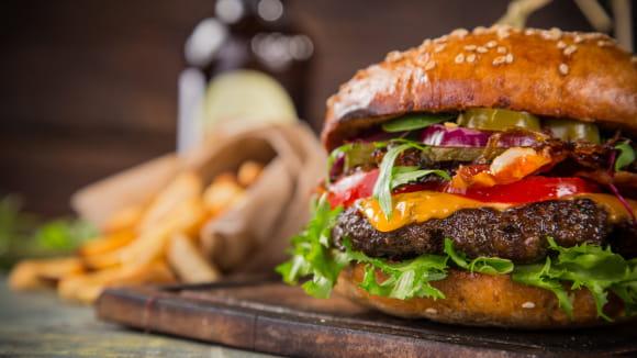 https://d1e3z2jco40k3v.cloudfront.net/-/media/foodservicefr/recettes/plats/recette-burger-juillet.jpg?rev=-1&vd=00010101T000000Z&hash=6AA03C10FBD691F7DA2475A037C3EED2