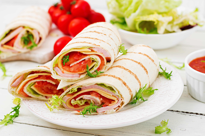 https://d1e3z2jco40k3v.cloudfront.net/-/media/foodservicefr/recettes/sandwichs-et-burger/piadina-.jpg?rev=10b88cc71723423a920e76feb6da0788&vd=20200611T222138Z&hash=9523F0A6BA0D94E0E743AEE5C9103702