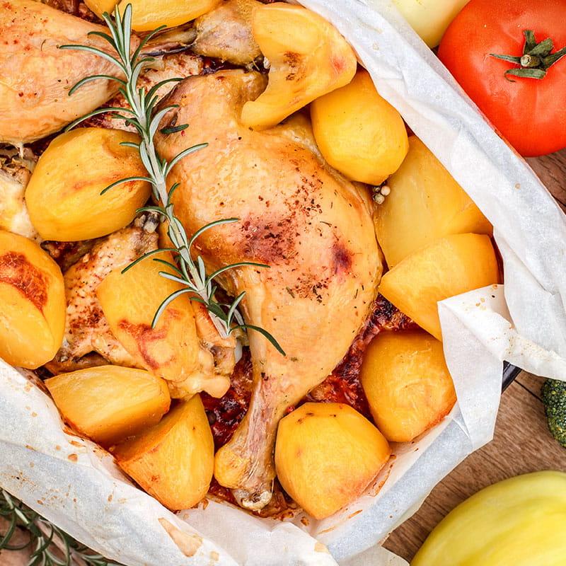 Pui la cuptor și cartofi cu rozmarin