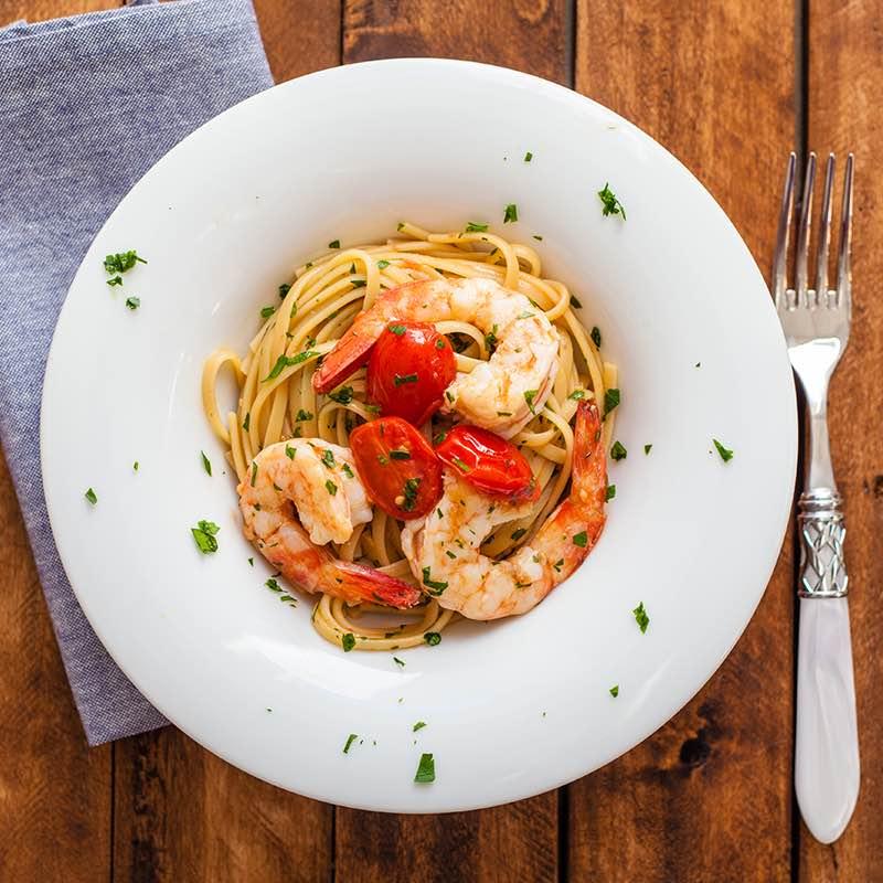 Spaghete cu fructe de mare și roșii