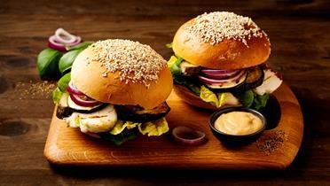 Burgery z halloumi - przepis Kamis