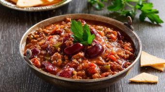 Chilli con carne na mięsie wieprzowo - wołowym