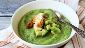 Zimna zupa z awokado