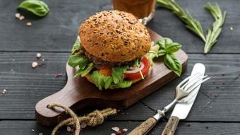 Domowe burgery z musztardą
