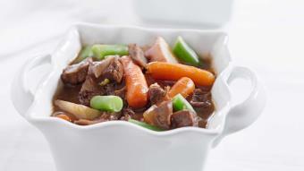 Kolorowy gulasz mięsno-warzywny
