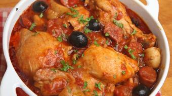 Kurczak duszony z papryką i chorizo