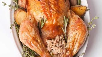 Kurczak nadziewany kuskusem i rodzynkami