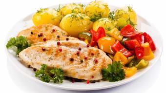 Pieczone piersi kurczaka w maśle ziołowym
