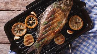 Ryba w liściach winogron – Kamis Grill Klasyczny