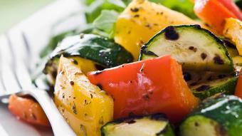Sałatka z opiekanych warzyw