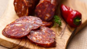 Sałatka z chorizo i suszonymi pomidorami