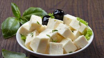 Sałatka z kozim serem i oliwkami