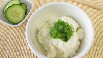 Sałatka z ogórka z zielonym pieprzem