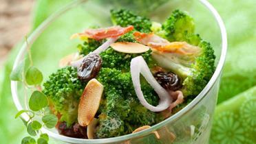 Sałatka z szynki i brokułów