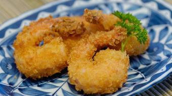 Smażone krewetki z sosem