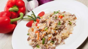 Smażony ryż czosnkowy z wołowiną