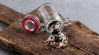 Sól morska z kwaśną wiśnią, boczkiem i tymiankiem