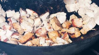 Stew z baraniny, topinamburu i warzyw korzeniowych