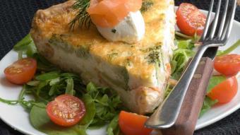 Tarta ze szpinakiem i łososiem
